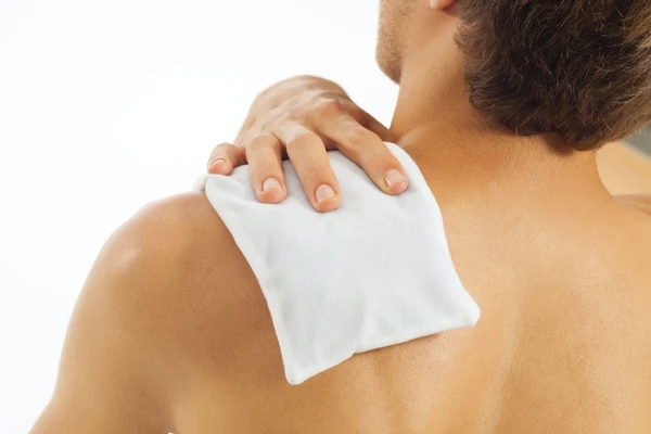 Best methods of application of cold therapy for a shoulder injury at Hyderabad Shoulder Clinic, One of the best centers for shoulder fracture in Hyderabad